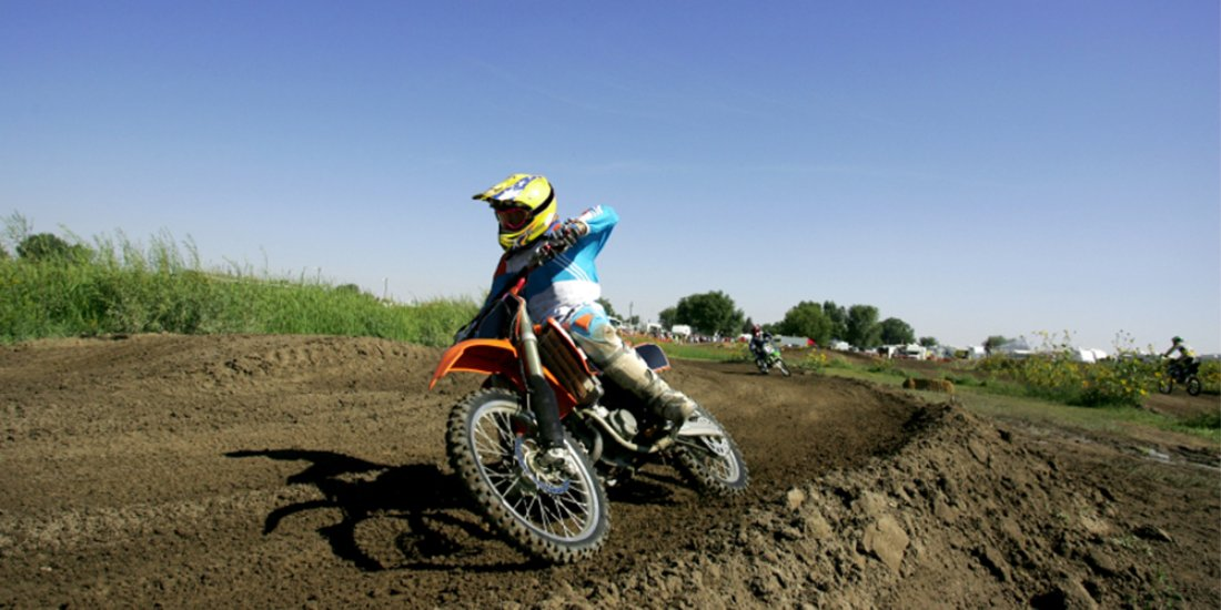 2 Stroke Vs 4 Stroke Dirt Bike How They Measure Up On The Track